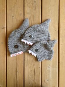 floofy-cat-crochet-1-shark-hat-2